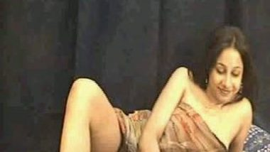 Desi porn tube of Indian mature bhabhi exposed herself