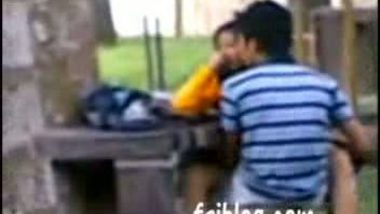 Outdoor Sex – Indian college couple caught in park