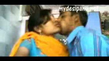 Kolkata college lovers open kiss capture by voyeur