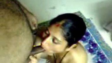 Free porn mms of Bhillai village bhabhi sucking her lover's cock on cam