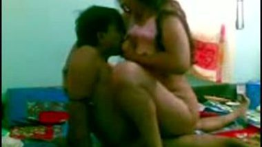 Desi home sex video of tempting Surat bhabhi Lia