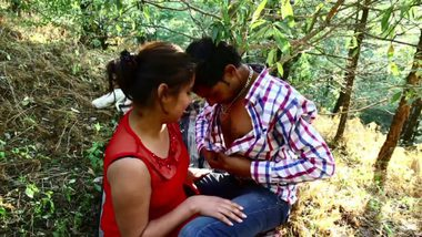 Indian desi sex of Mumbai girl outdoor romance