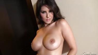 Sunny Leone Stripping to make you jizz