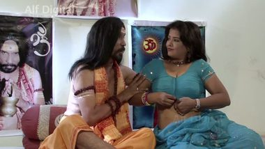 Indian bollywood porn video of mandir poojari & aunty