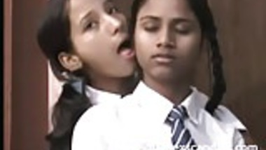Indian Teens Licking Pussy In This Sex Scandal Video