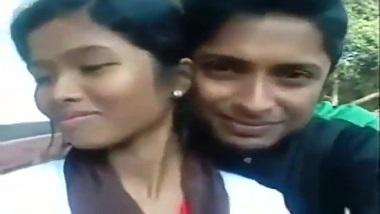 Desi outdoor porn mms of Mallu couple