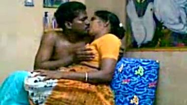 Mallu big boobs aunty home sex with neighbor
