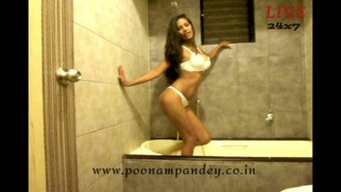 Indian famous model shower sex HD clip