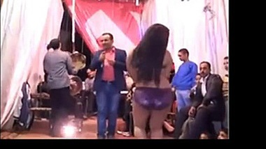 SEXY ARAB GIRLS DANCE AT PARTY