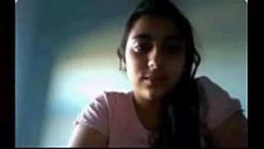 Desi college girl's hot cam show