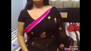 Busty bhabhi shows her huge tits and masturbates