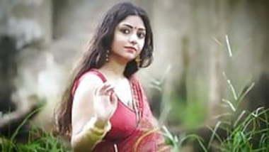 Hot Bengali girl with Massive Figure