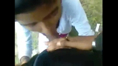 Sexy school girl blowjob in a Ooty street
