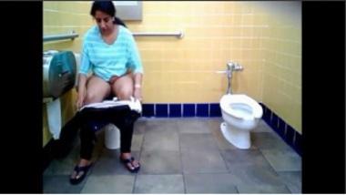 Sexy Marathi Aunty Peeing In Public Toilet