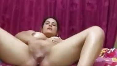 Desi MILF oiling and masturbating