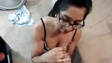 Nerdy desi sexworker does her job good