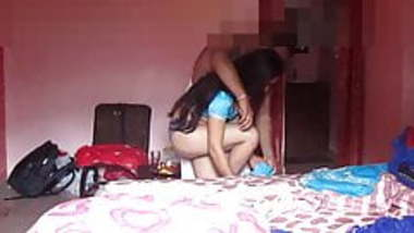 Bhai ne Apni Nude Little Sister ko Kapde Pahnaye