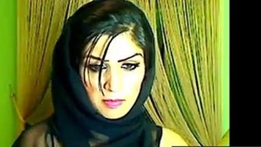 Pakistani Babe On Live Cam Masturbating