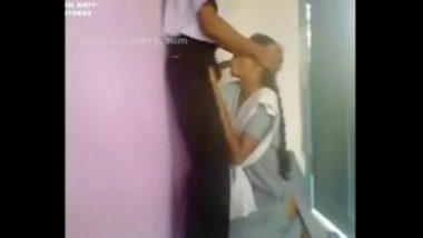 Hot MMS Of Tamil Diploma Girl's Blowjob
