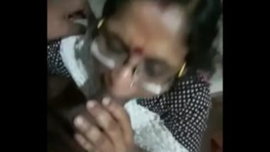 Mallu Aunty Sucking And Flaunting